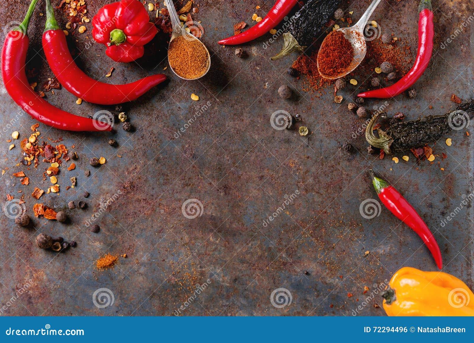 Download Пряная предпосылка с перцами Chili Стоковое Фото - изображение насчитывающей карри, утюг: 72294496