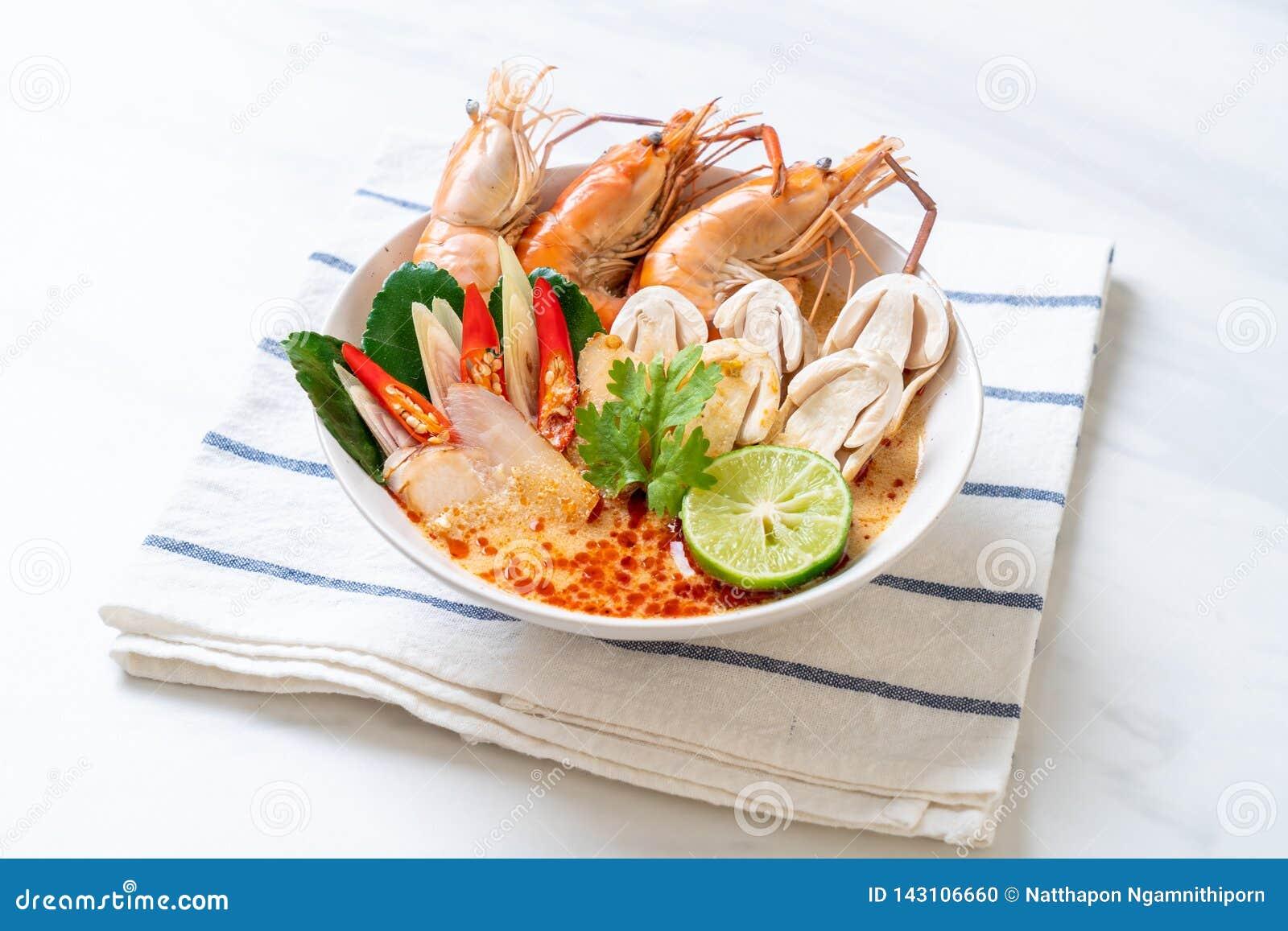 пряный суп креветок (Том Yum Goong