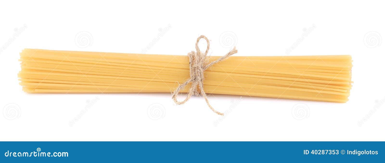 Пук итальянских спагетти макаронных изделий.