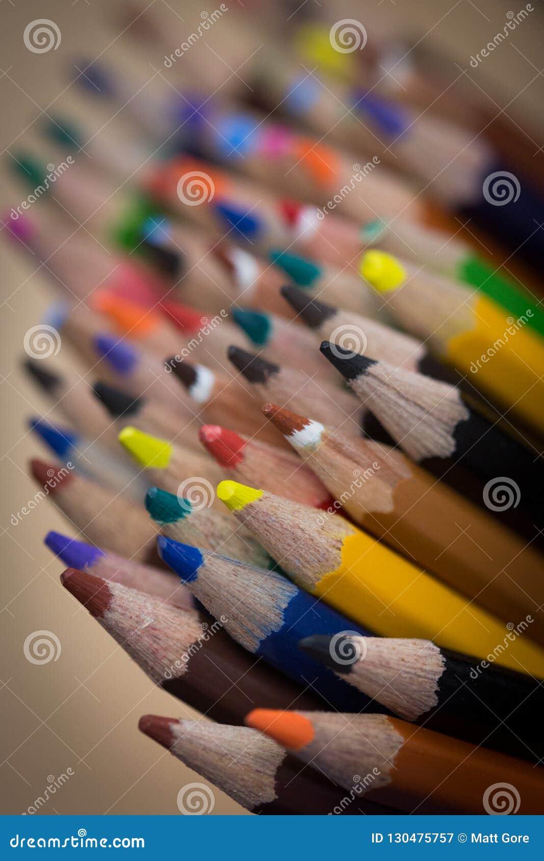 Пук покрашенных карандашей