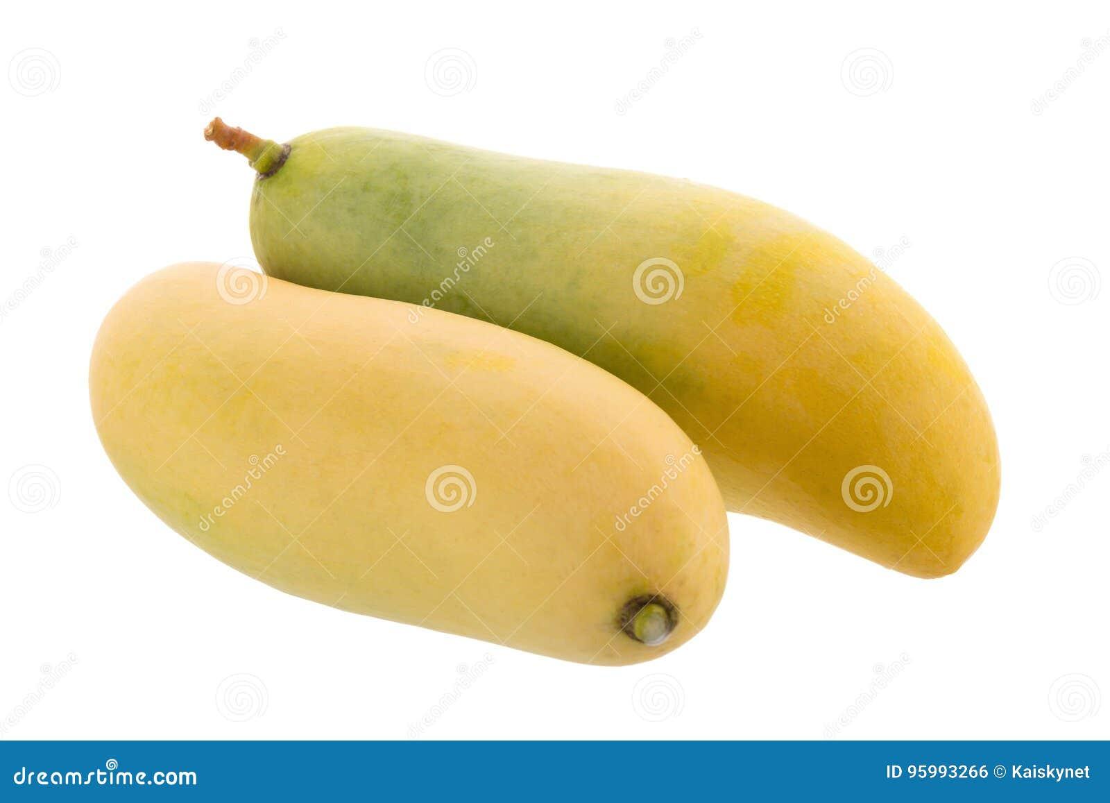 Пук сладостного желтого плодоовощ манго изолированного на белой предпосылке