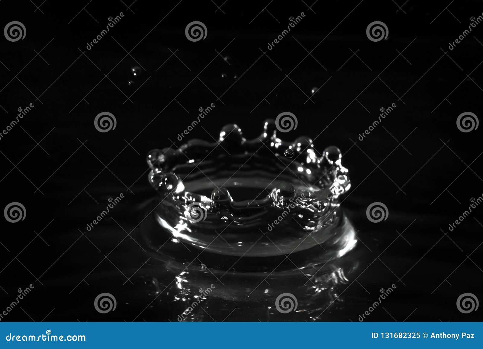 пульсации пруда капания струясь волны воды