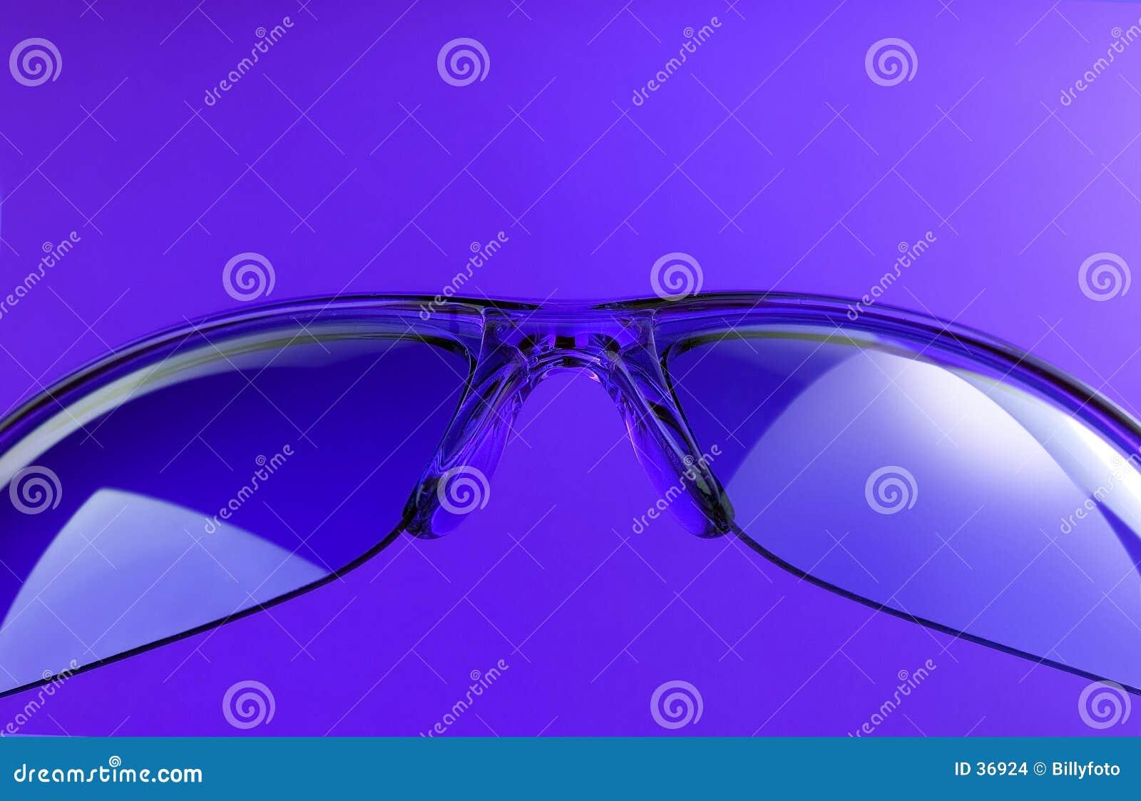 пурпуровые солнечные очки