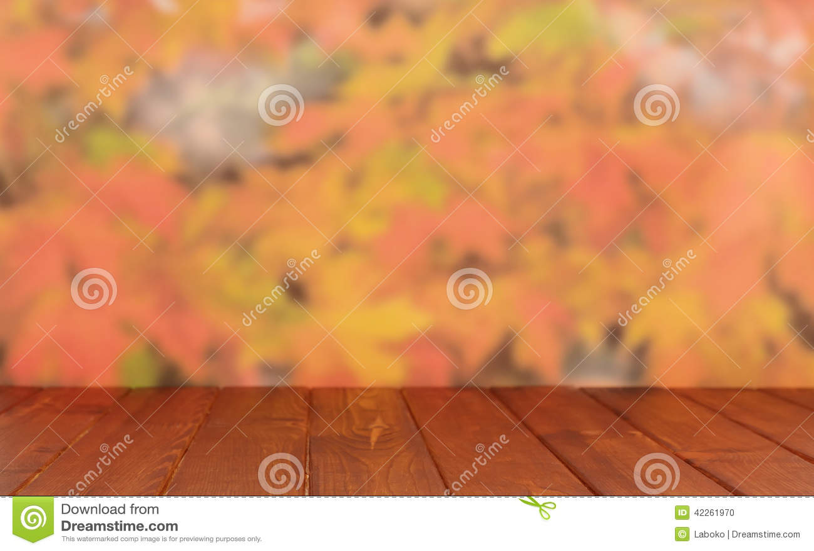 Пустая деревянная таблица