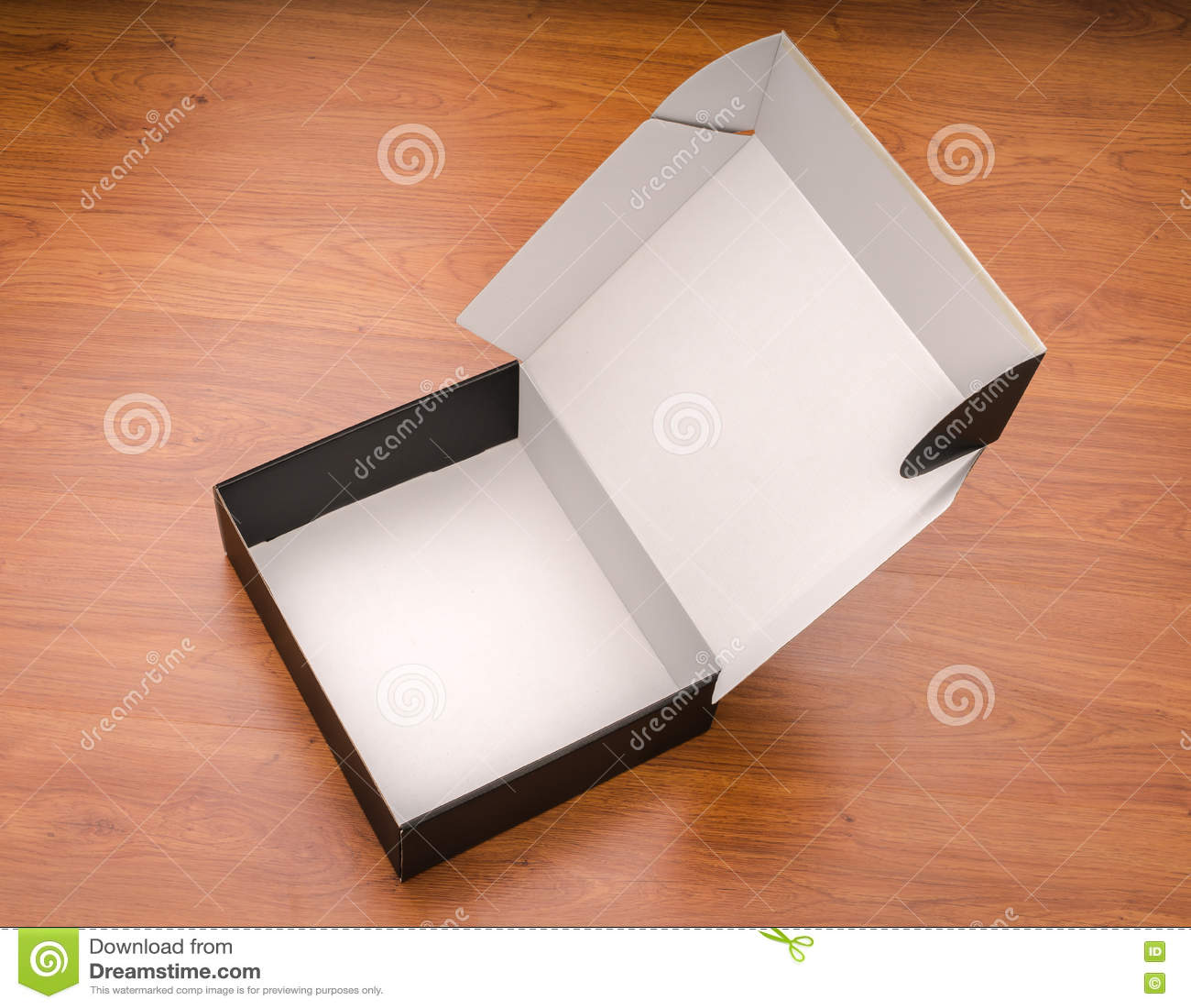 Download Пустая насмешка черного ящика вверх на деревянной предпосылке Стоковое Фото - изображение насчитывающей конструкция, упаковывать: 72277192