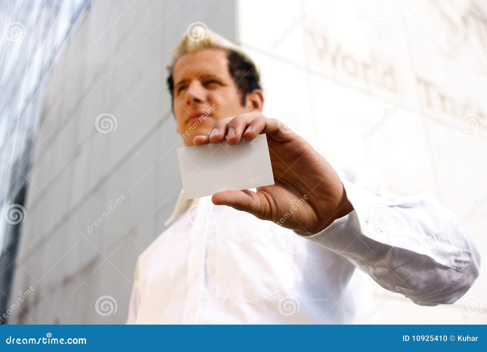 пустая рука визитной карточки