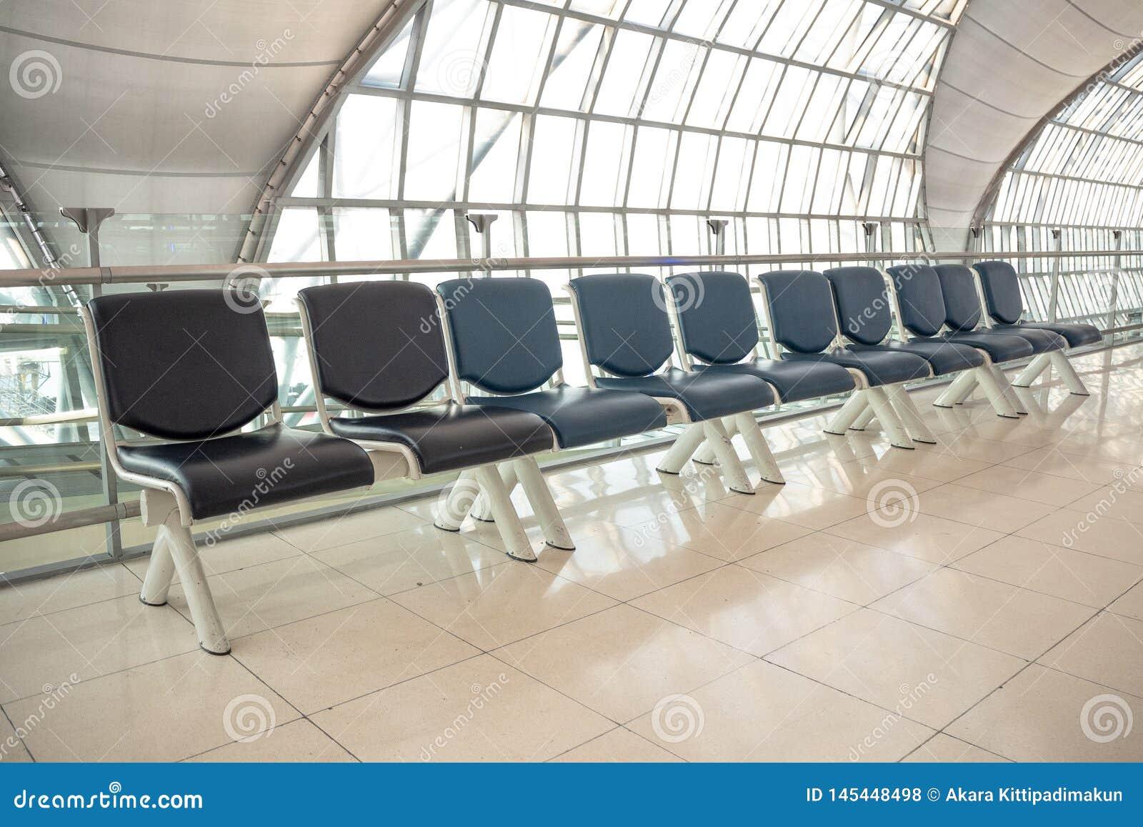 Пустая строка места для ожидания на воротах в аэропорте