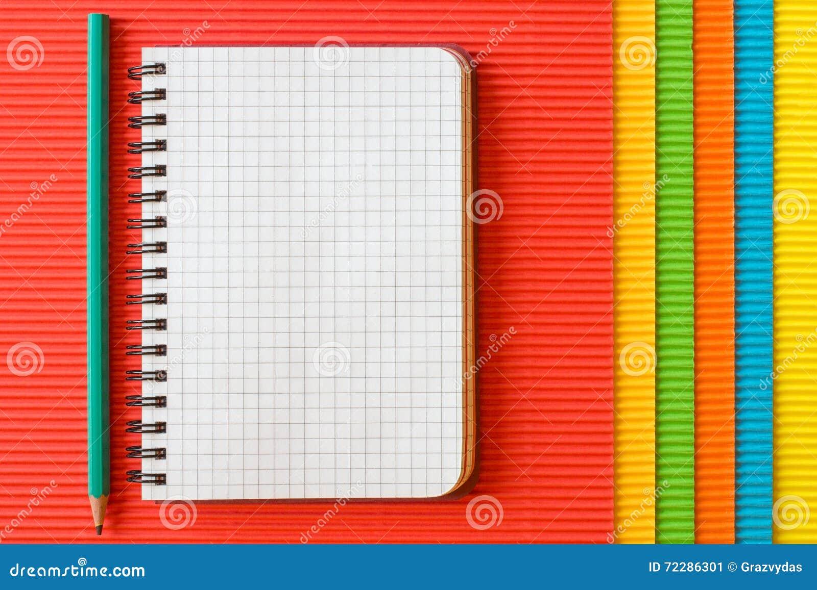 Download Пустая тетрадь на гофрированной бумаге Стоковое Изображение - изображение насчитывающей crepe, коробка: 72286301