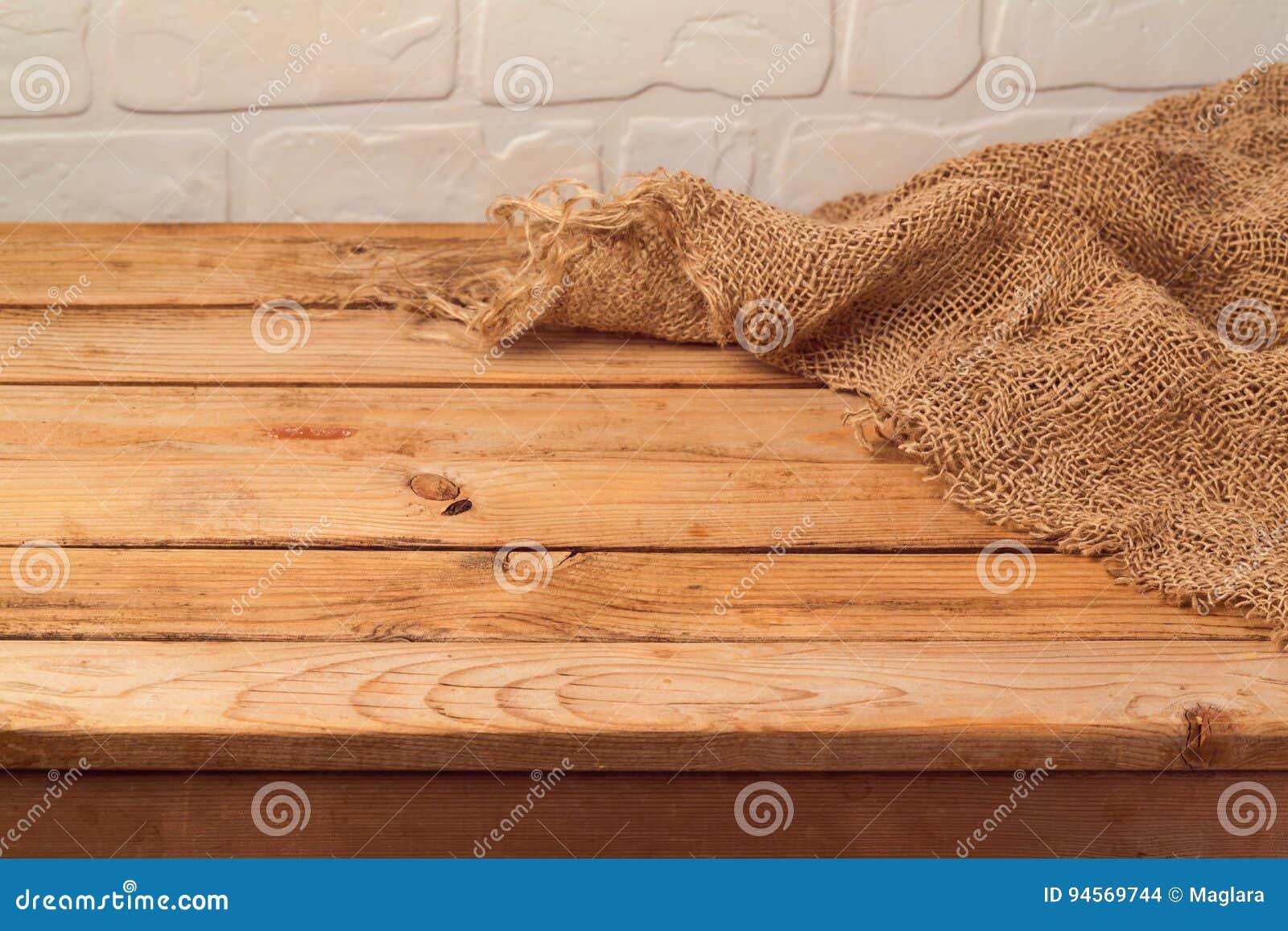 Пустой деревянный стол с дерюгой Предпосылка кухни