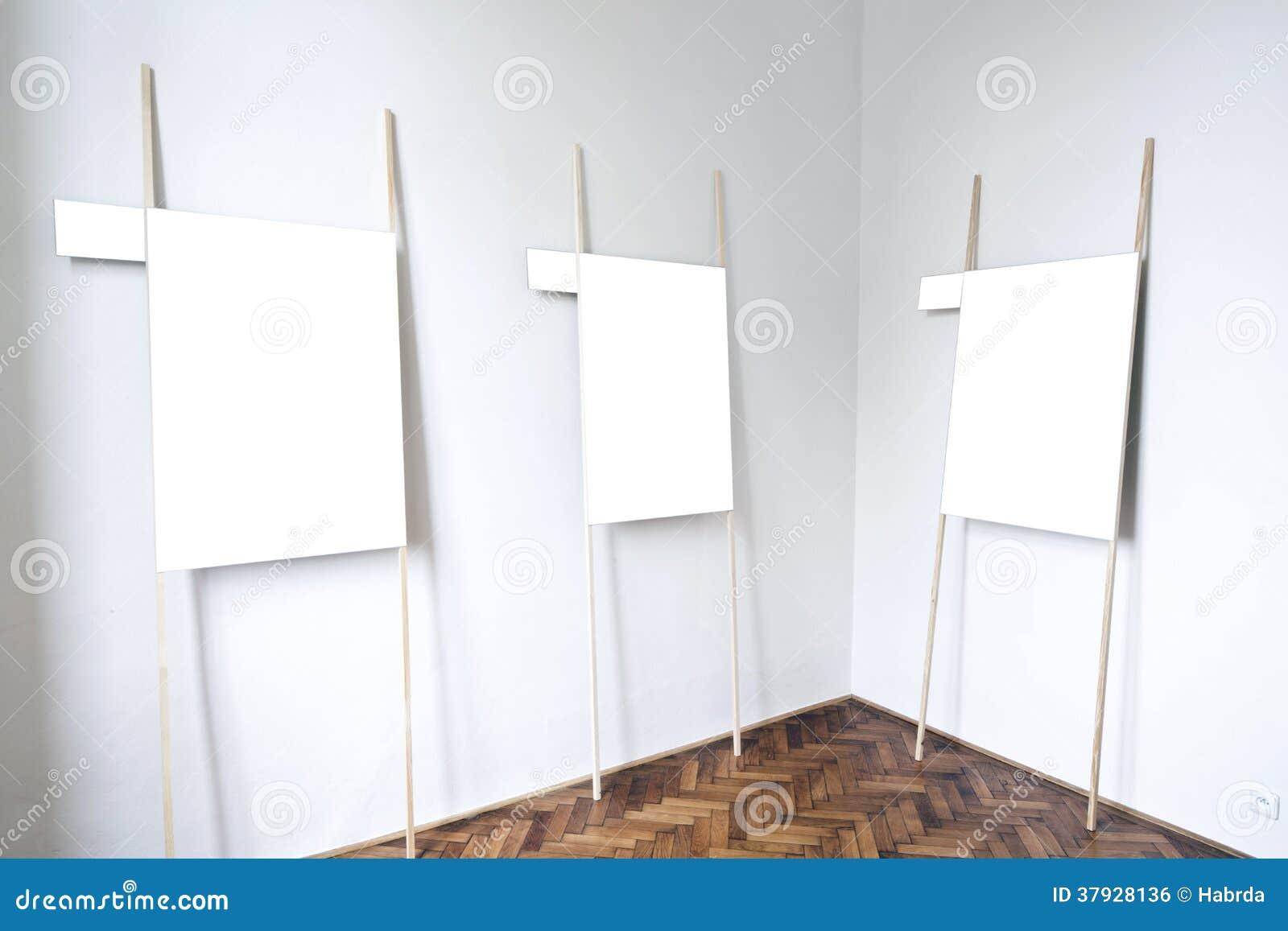 Пустой интерьер галереи