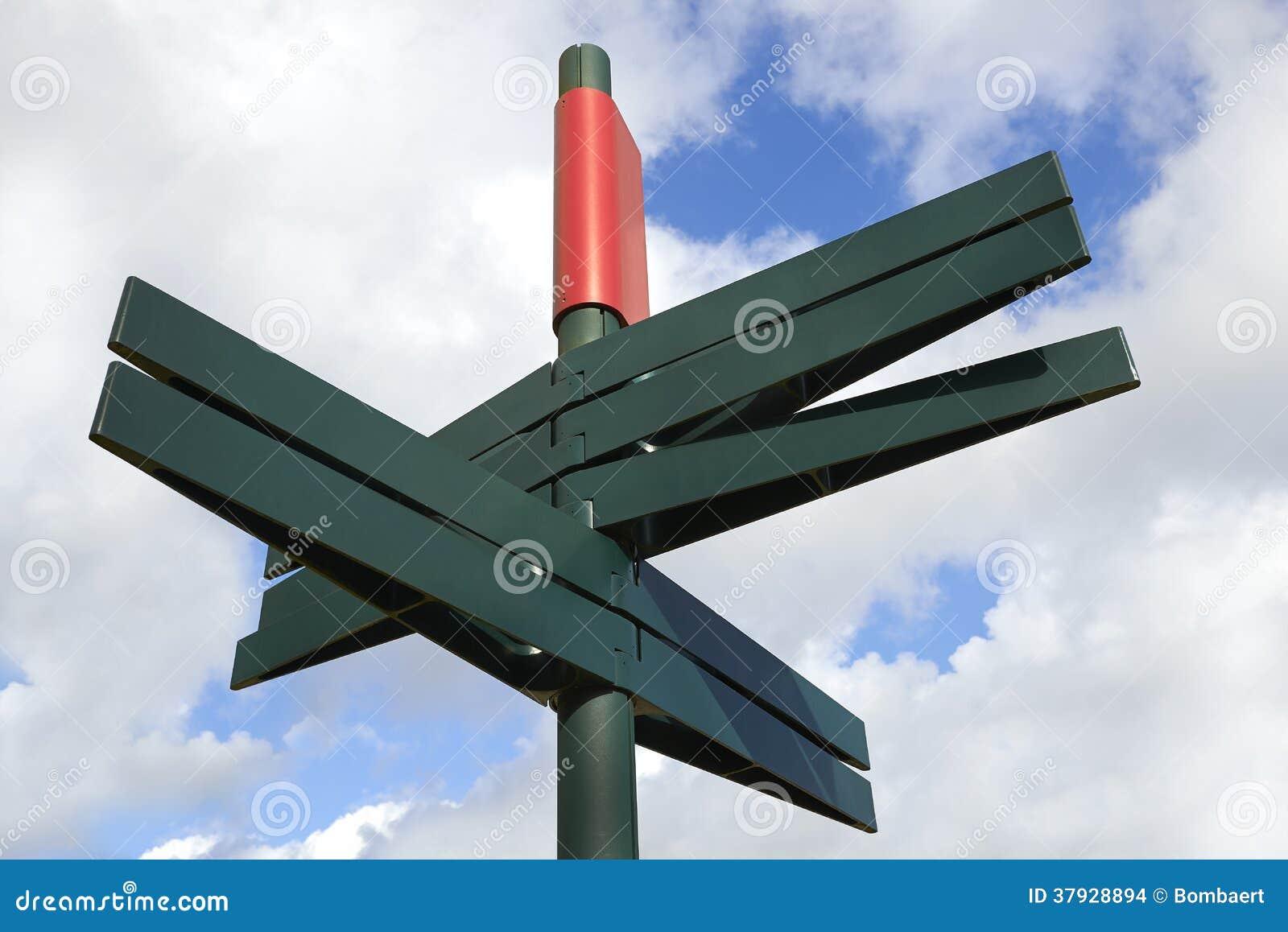 Пустой дирекционный столб знака