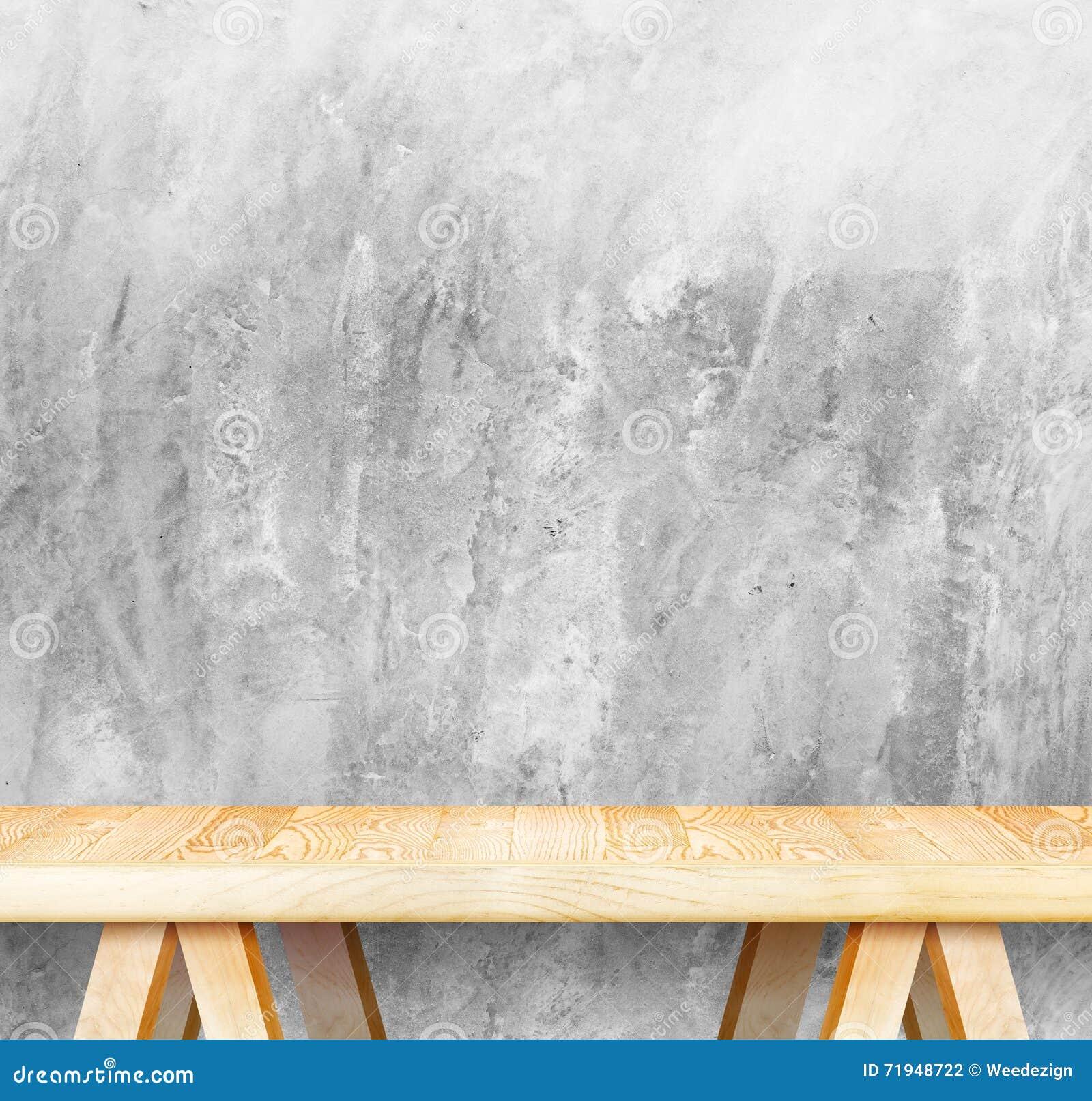 Пустые деревянные современные таблица и бетонная стена grunge в предпосылке, m