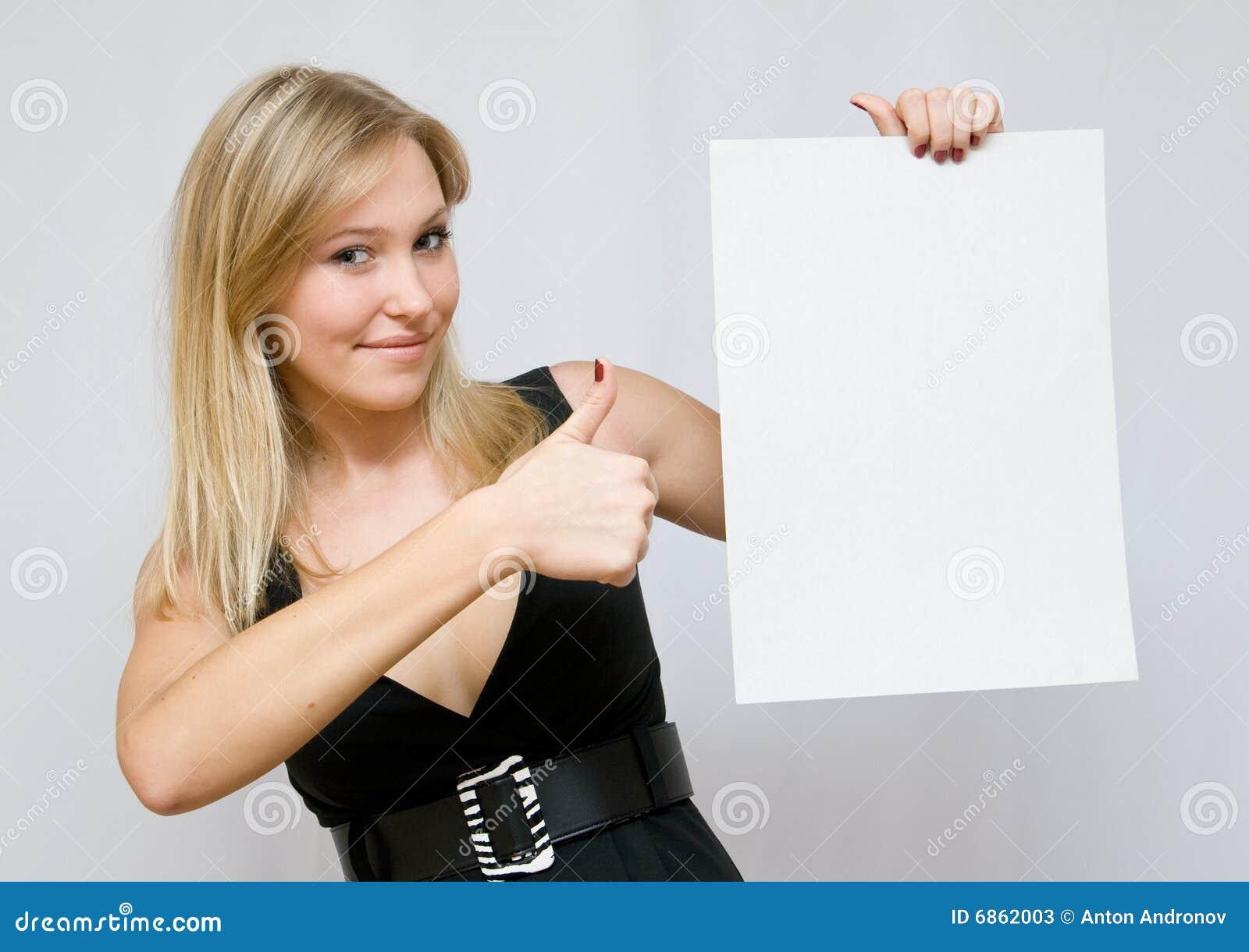 пустые женщины бумаги удерживания молодые