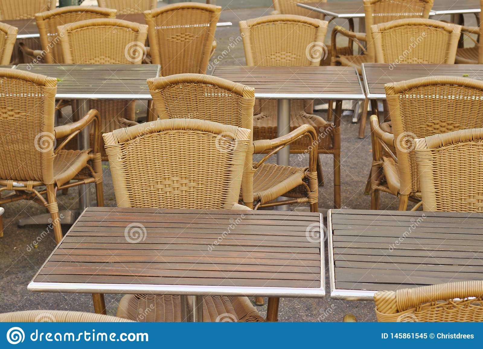 Пустые таблицы ресторана