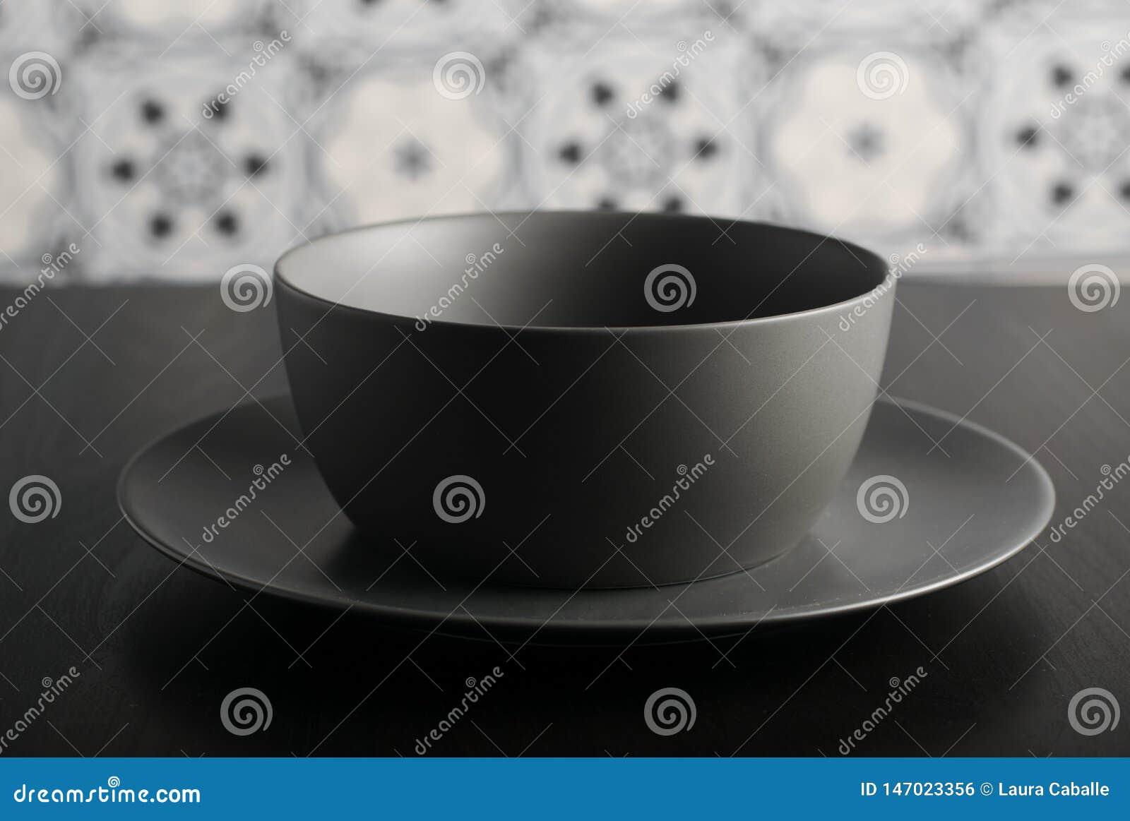 Пустые шар и плита