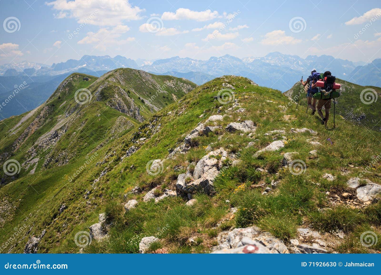 Путешественники в горах