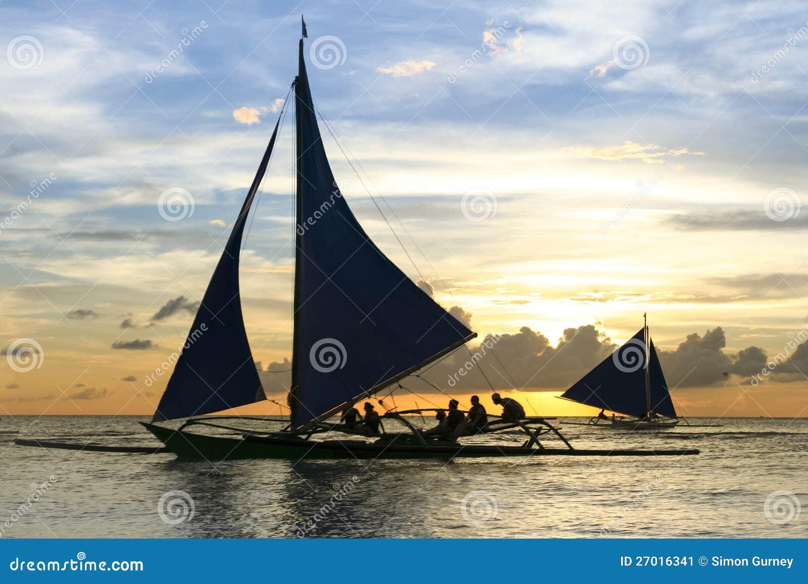 Путешествие boracay philippines захода солнца аутриггера Paraw