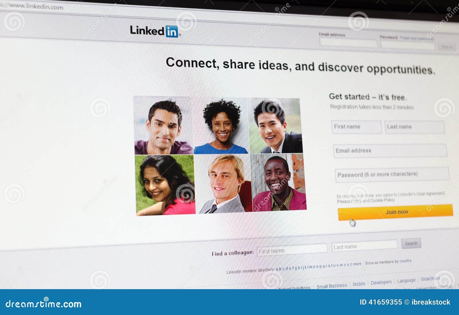 Путешествия, Франция - 17-ое июня 2014: Закройте вверх страницы Linkedin главной