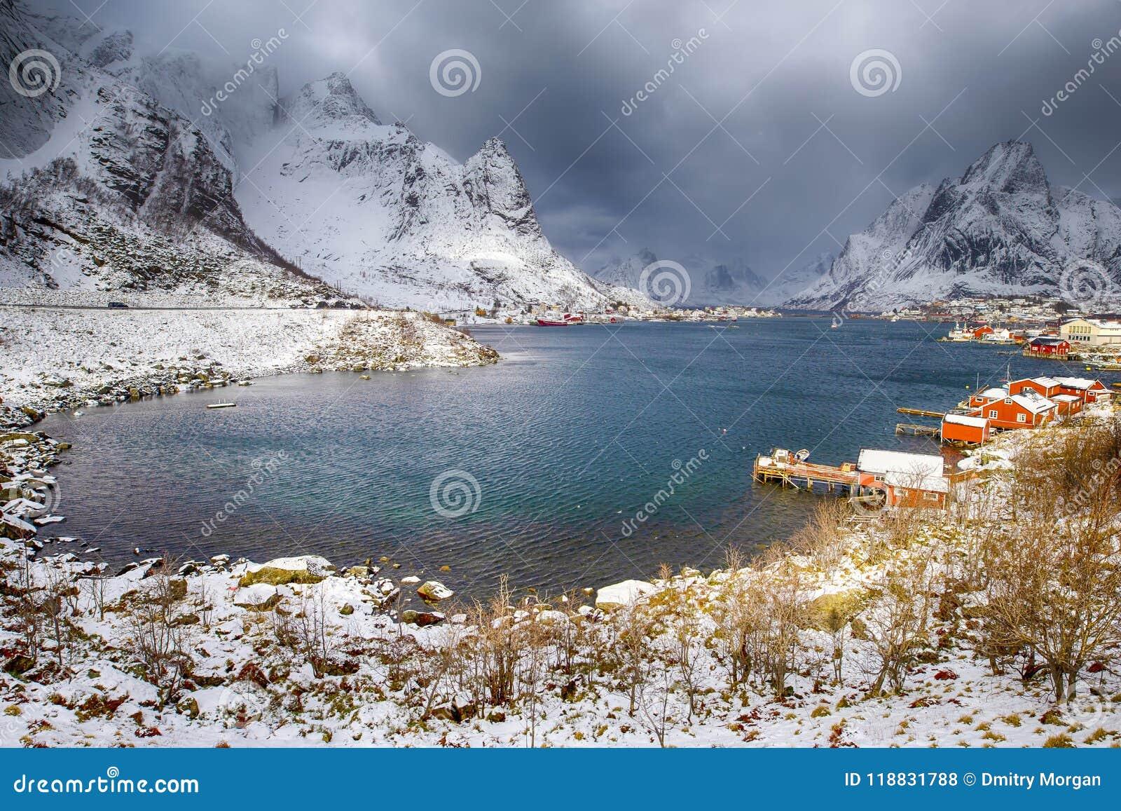 Путешествовать и назначения Норвегии Живописная точка зрения Reine