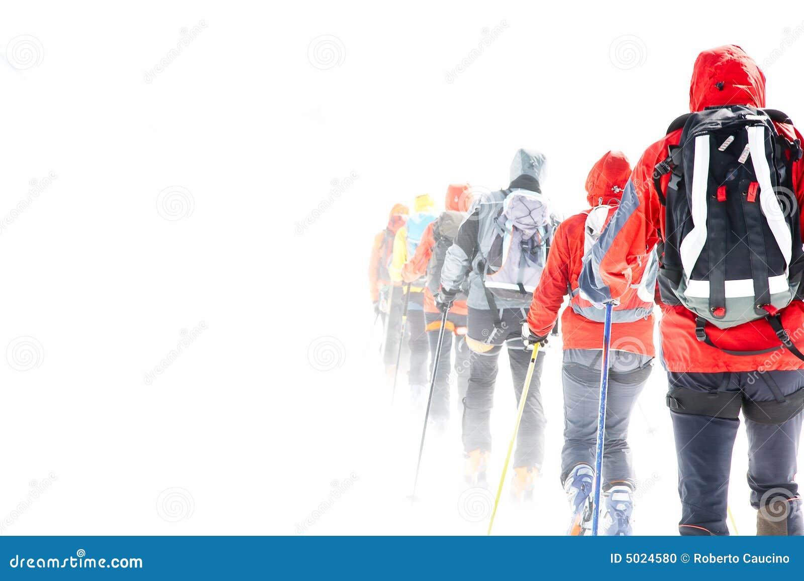 путешествовать лыжников группы