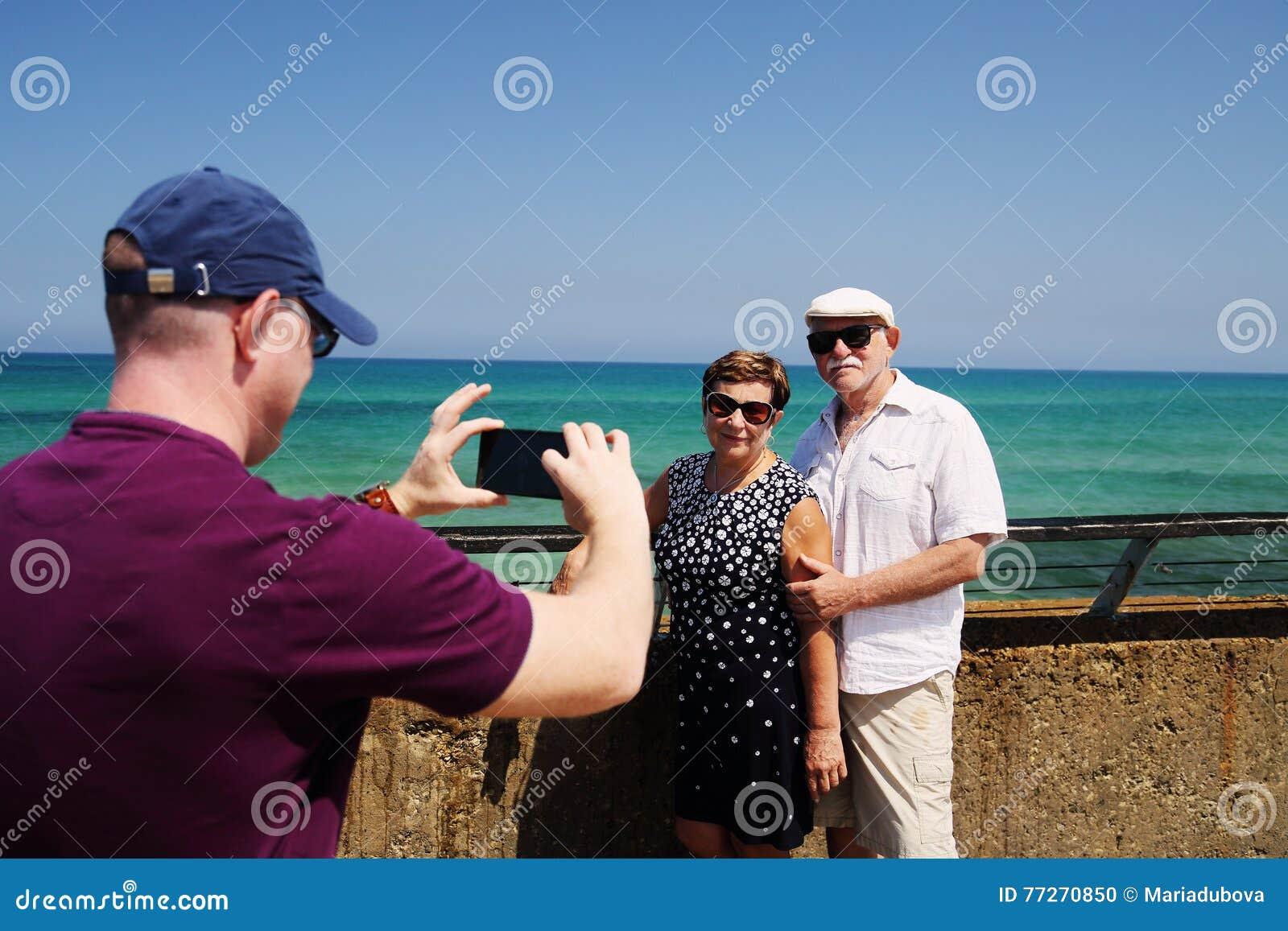Путешествовать старшие пары