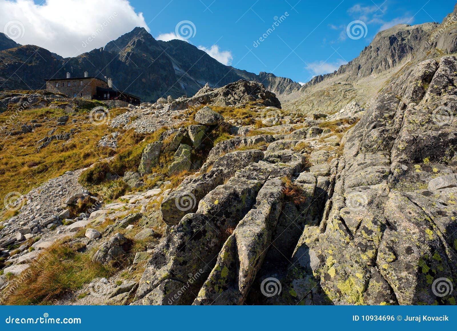 путь горы коттеджа каменистый к гулять