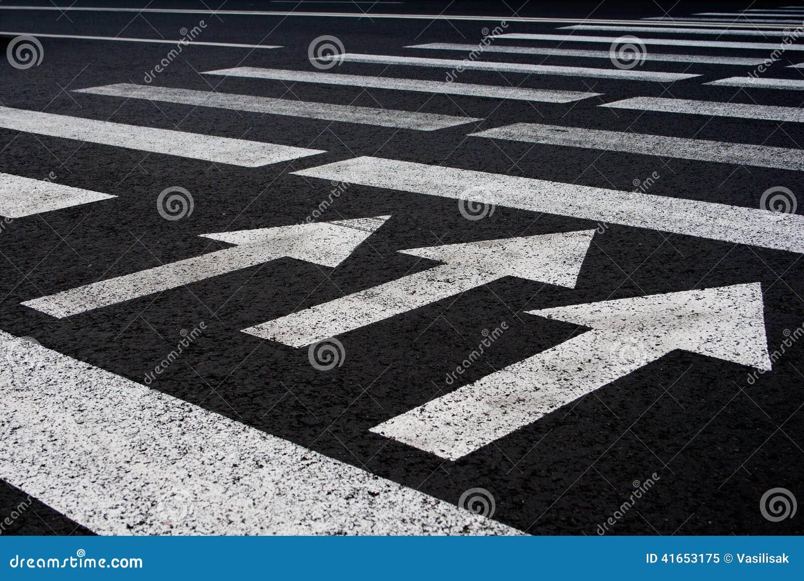 Путь прогулки движения зебры с предпосылкой стрелок
