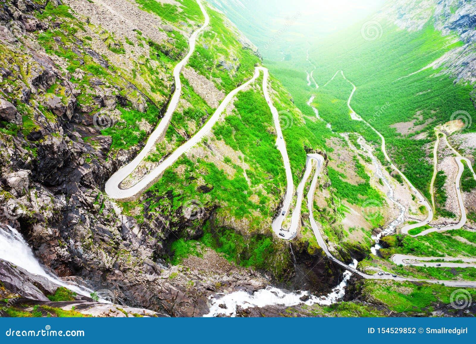 Путь Trollstigen тролля - дорога в горах в Норвегии