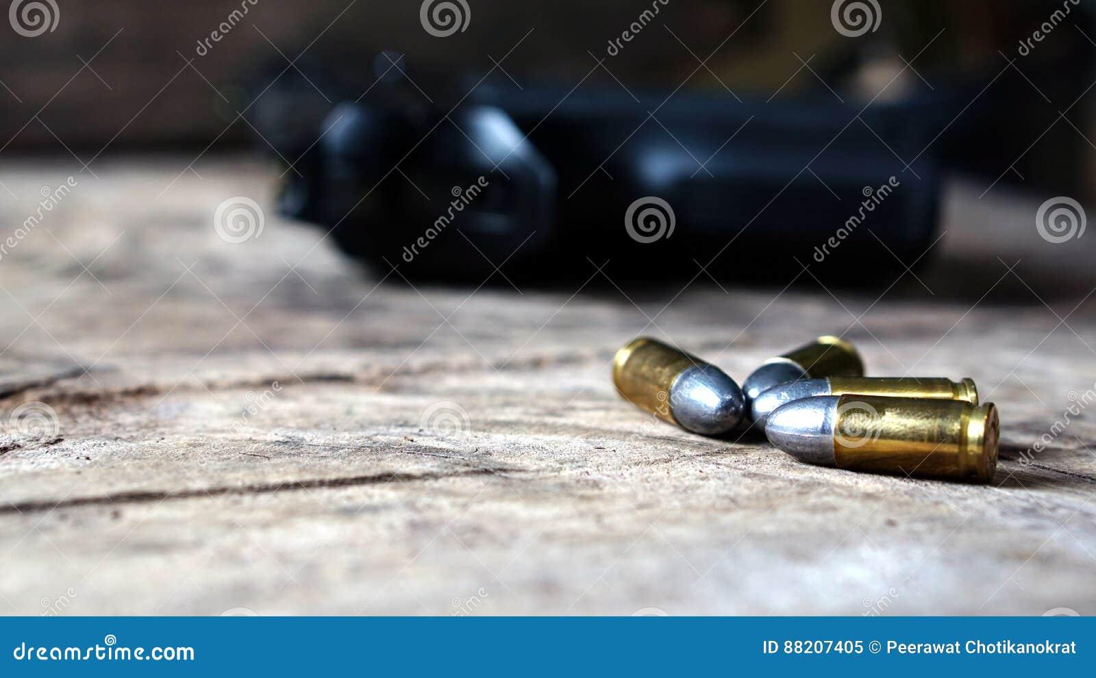 Пули и пушка