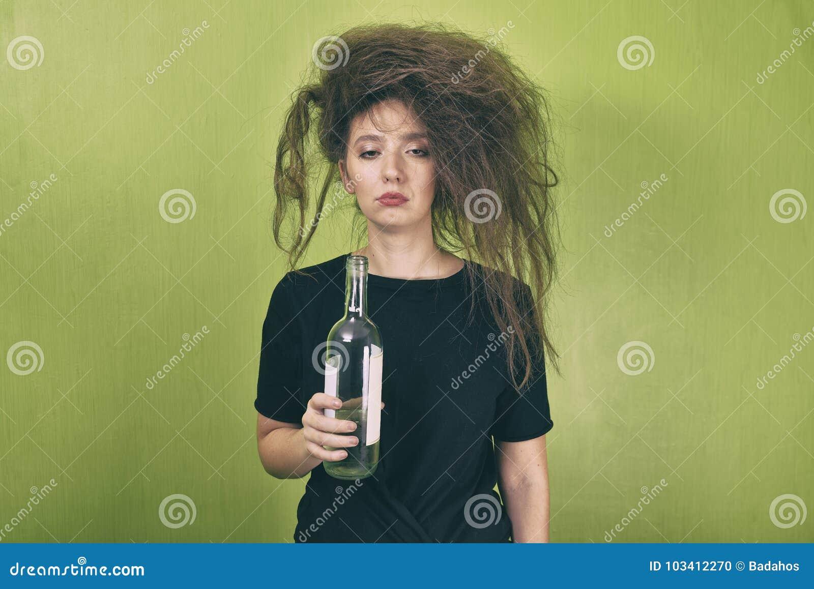 Пьяная девушка на работе работа девушке в спб