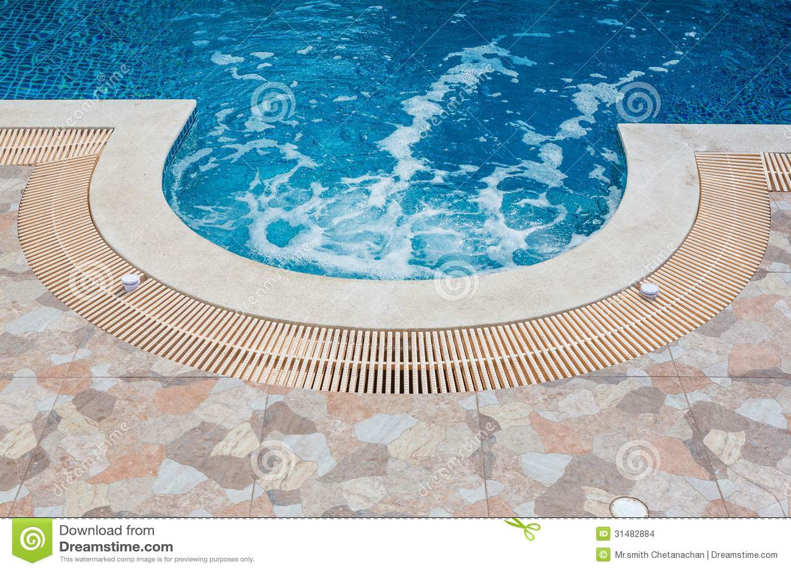 Плавательный бассеин
