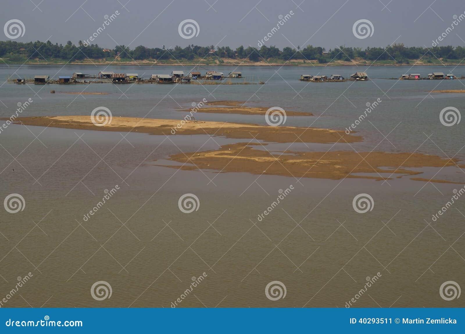 Плавая деревня