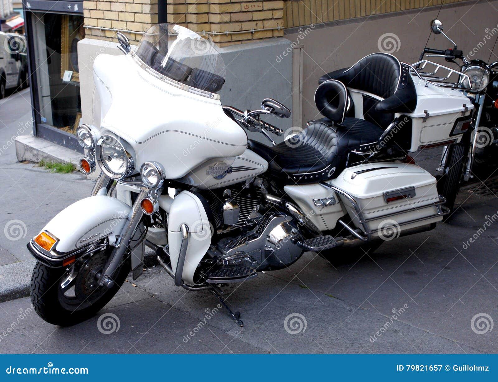 Плавное движение Harley Davidson Electra