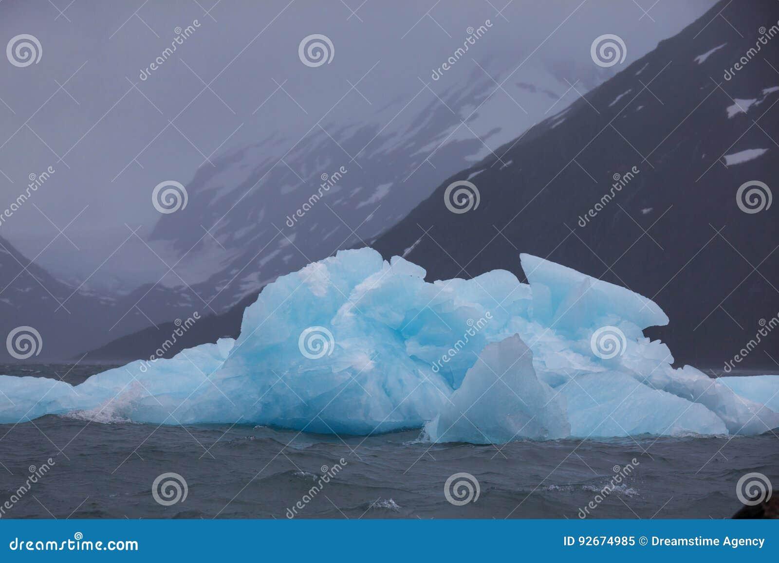 Плавя ледник в Аляске