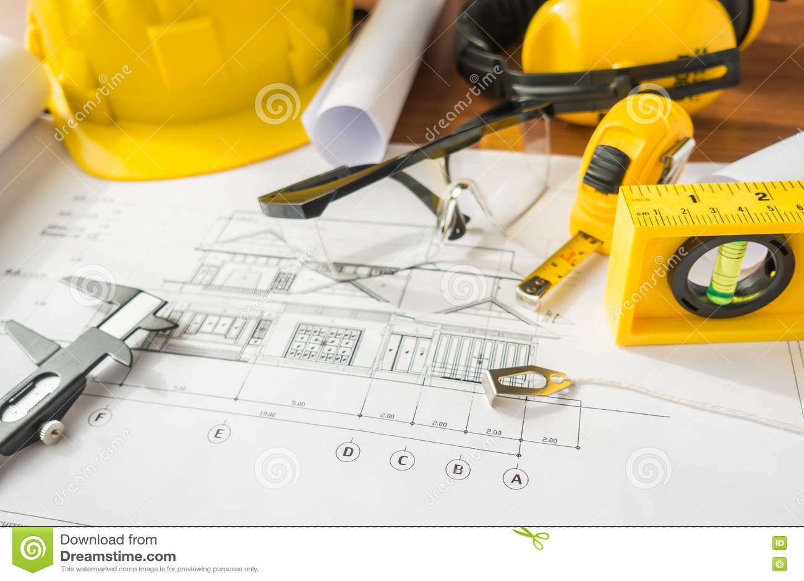 Download Планы строительства с желтым шлемом и чертегные инструменты на Bluep Стоковое Изображение - изображение насчитывающей организация, черный: 72281739