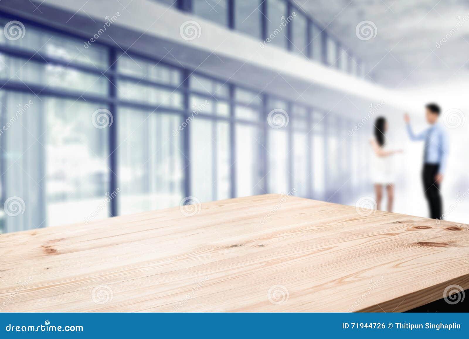 Платформа космоса стола с бизнесменами на офисе для монтажа дисплея продукта