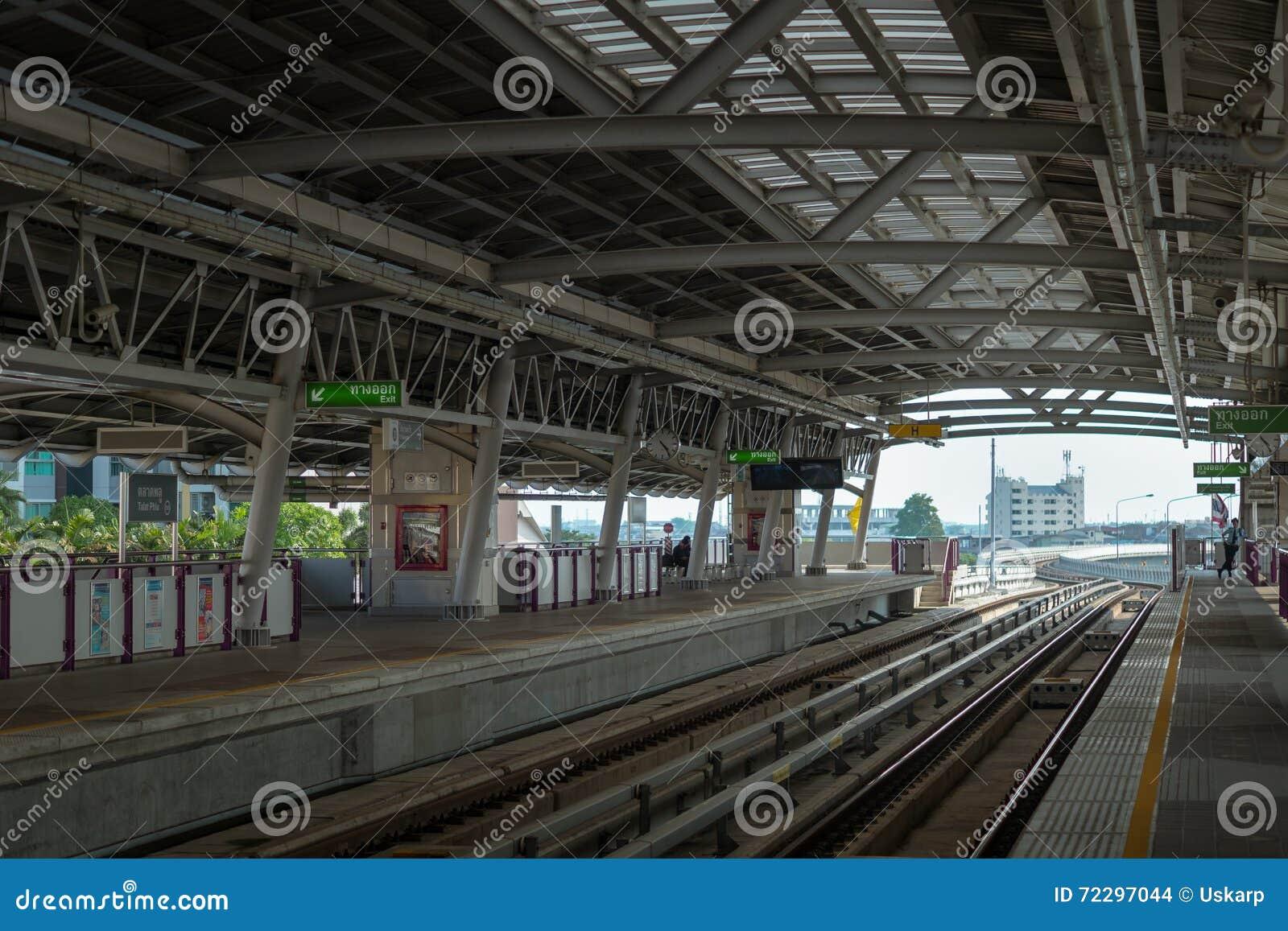 Download Платформа станции BTS Skytrain в городе Бангкока, Таиланда Редакционное Стоковое Изображение - изображение насчитывающей рельс, инфраструктура: 72297044