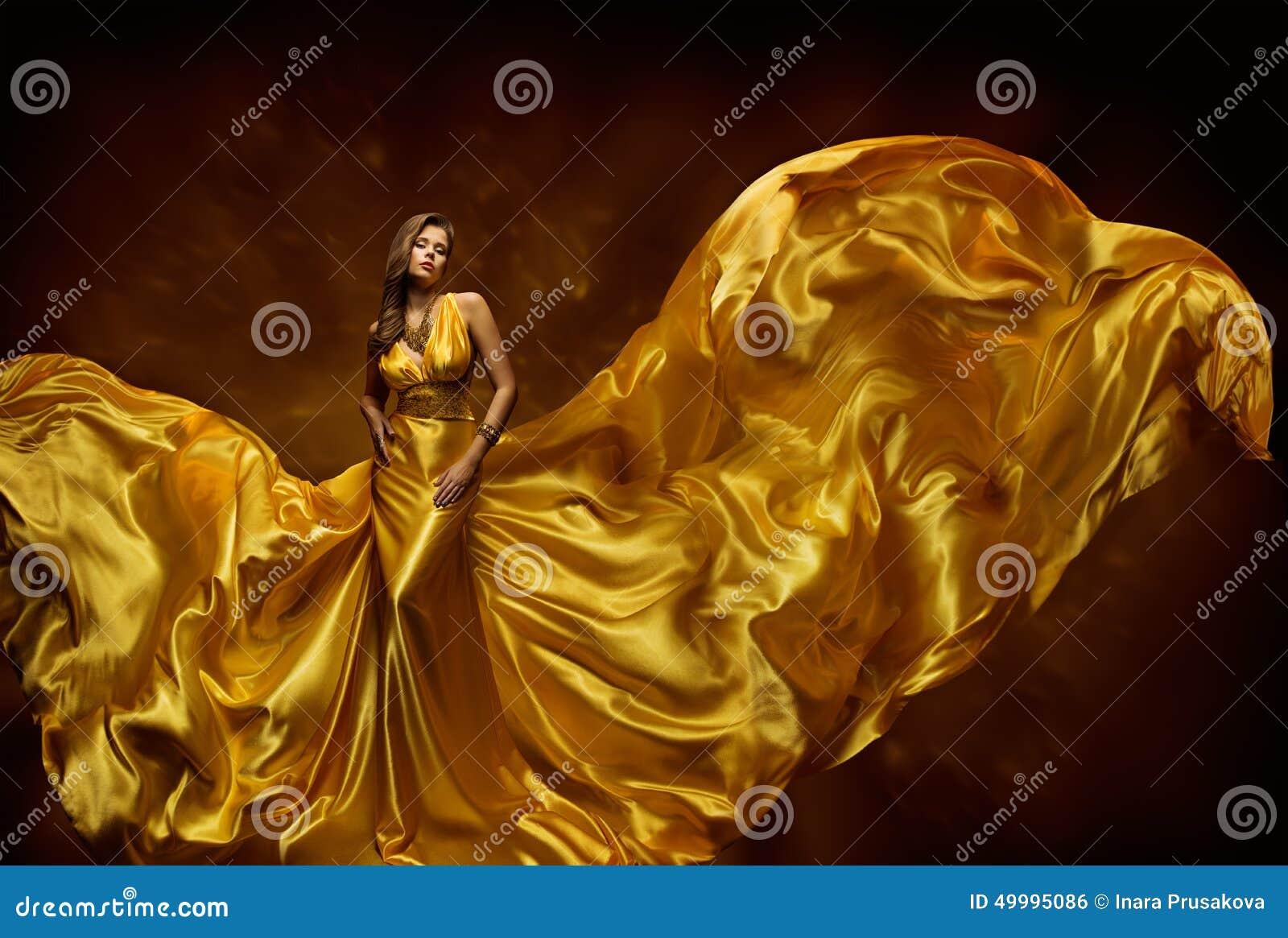 Платье женщины фотомодели, мантия дамы В Fluttering Шелка Красоты, ткань развевая на ветре, красивой девушке с длинной тканью лет
