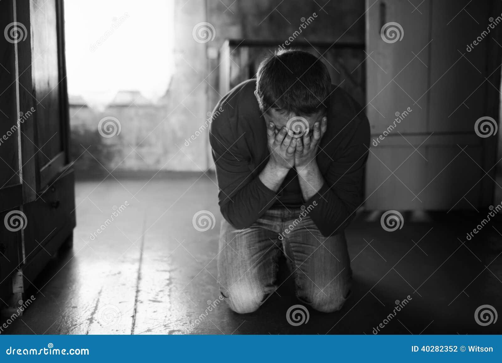 плача человек