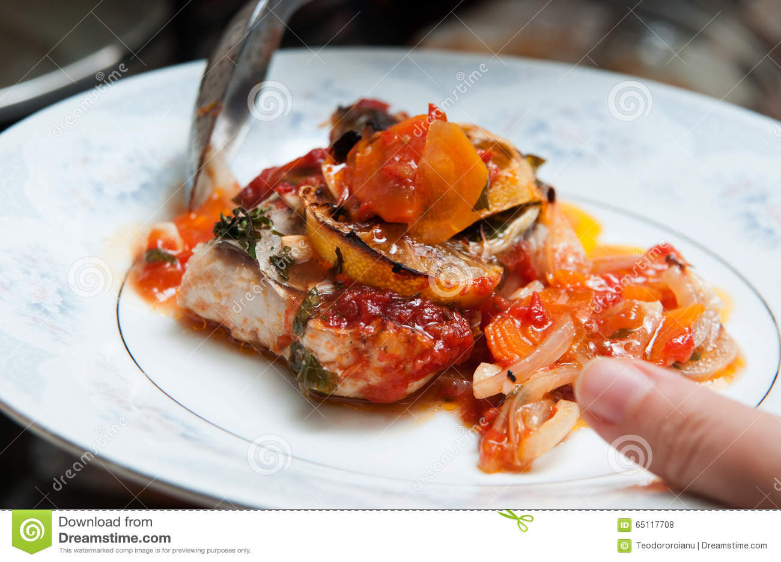 Плита блюда рыб