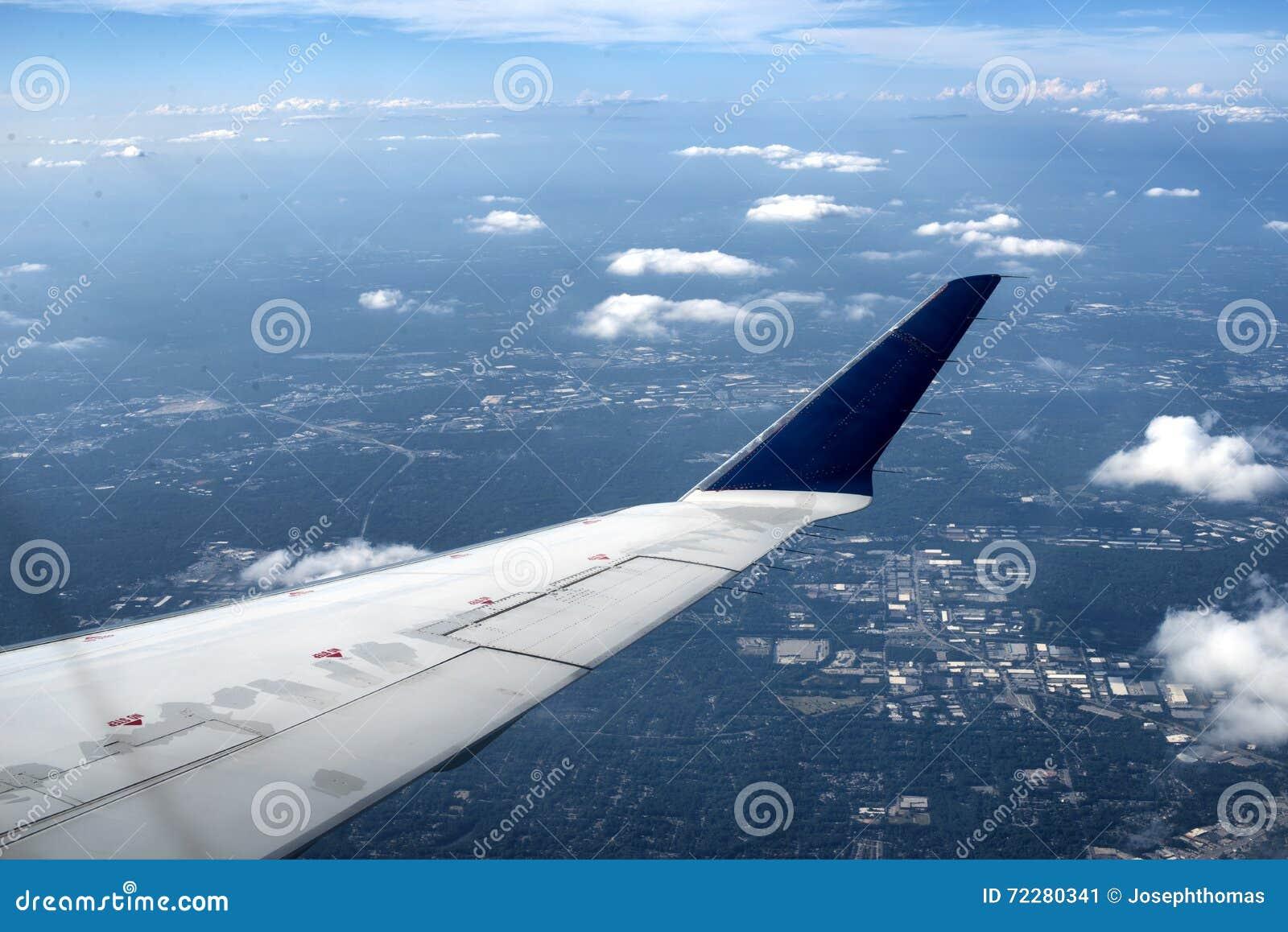 Download плоское крыло стоковое изображение. изображение насчитывающей переход - 72280341