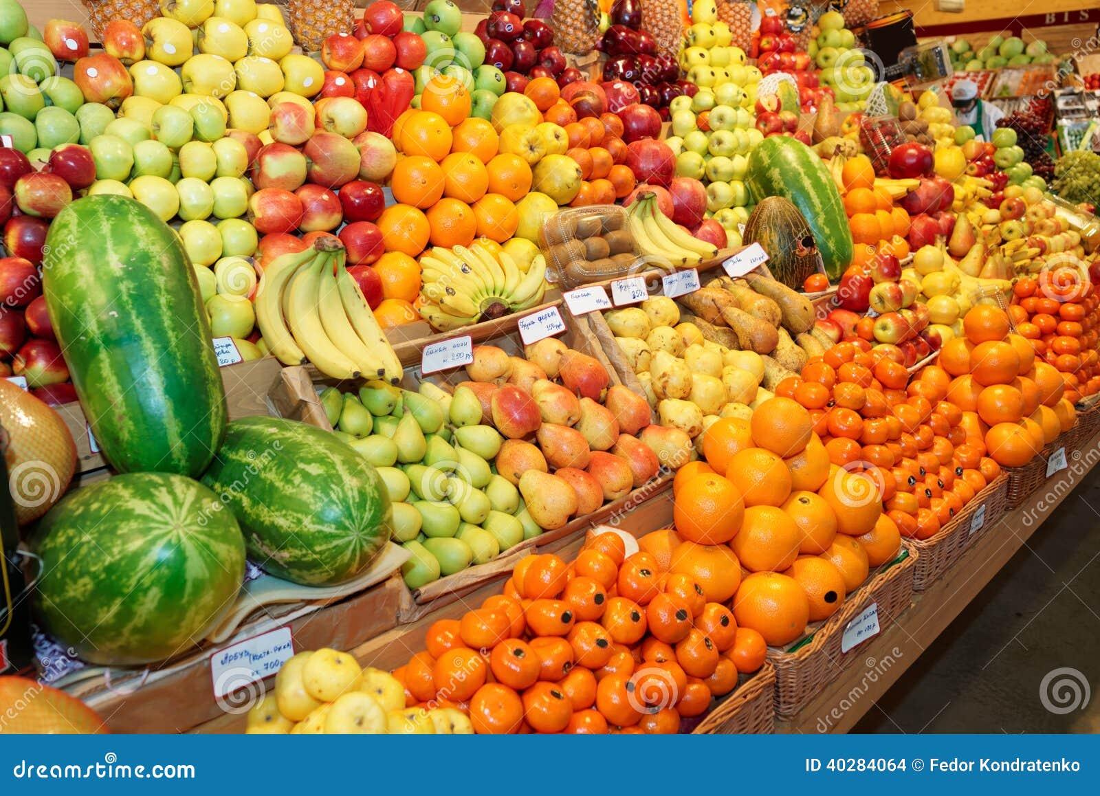 Плодоовощи на рынке фермы
