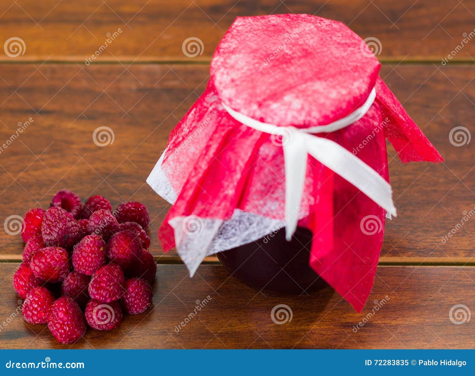 Download Плодоовощи поленики и варенье на деревянном столе, домодельный путь Стоковое Изображение - изображение насчитывающей домодельно, плодоовощ: 72283835