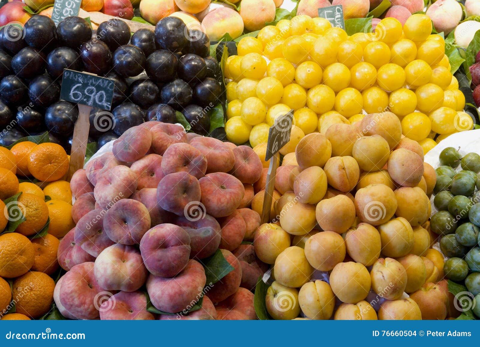 Плодоовощ для продажи на стойле рынка