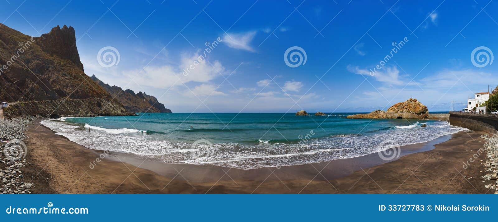 Пляж в острове Тенерифе - канереечной Испании