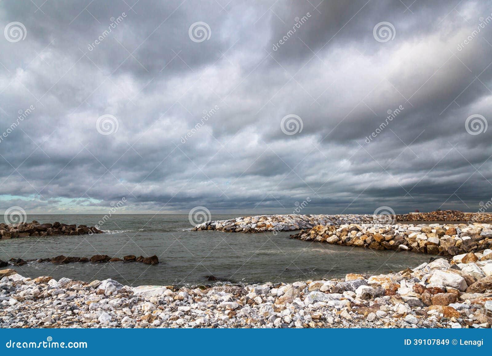 Пляж в Пизе, Италии