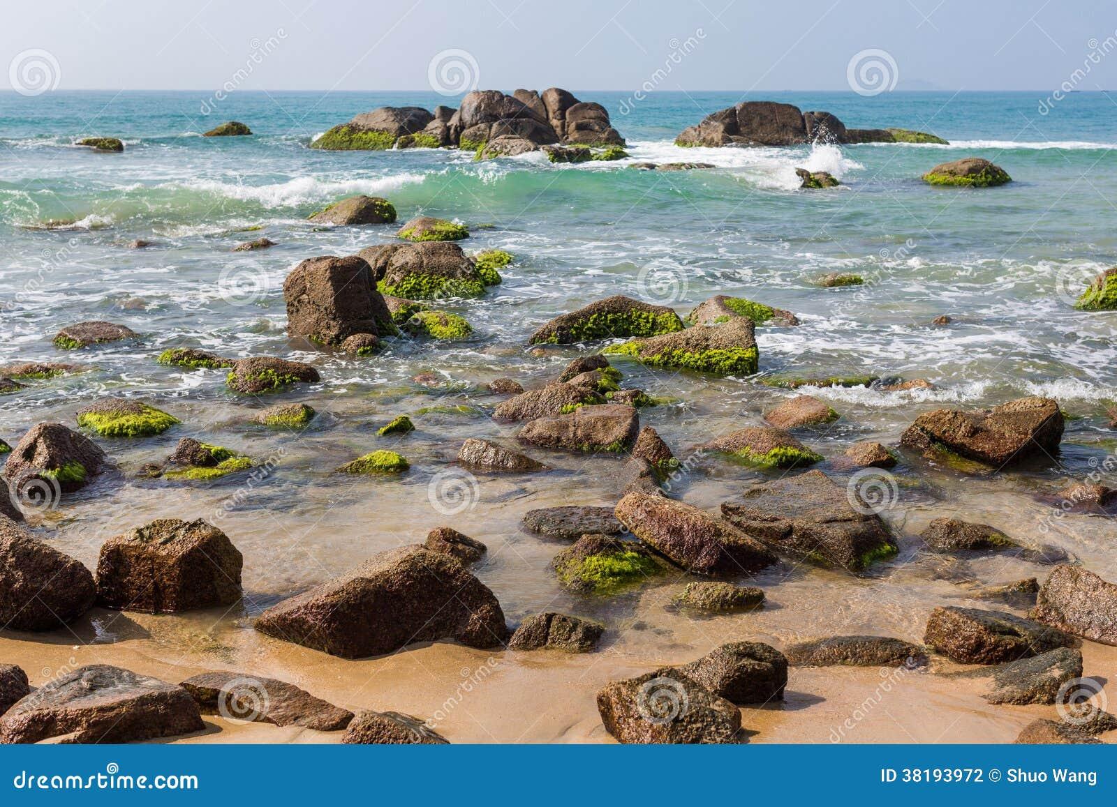 Пляж в полдень