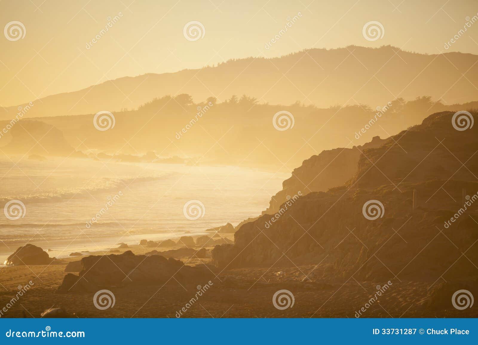 Пляж на заходе солнца, San Simeon
