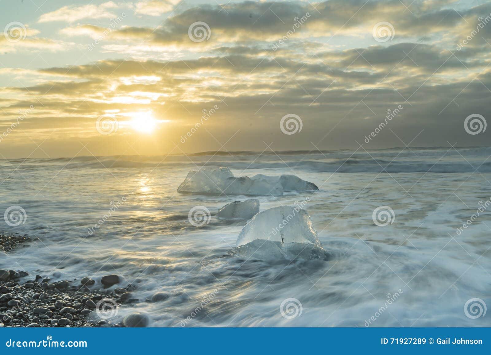 Пляж отработанных формовочных смесей - восход солнца