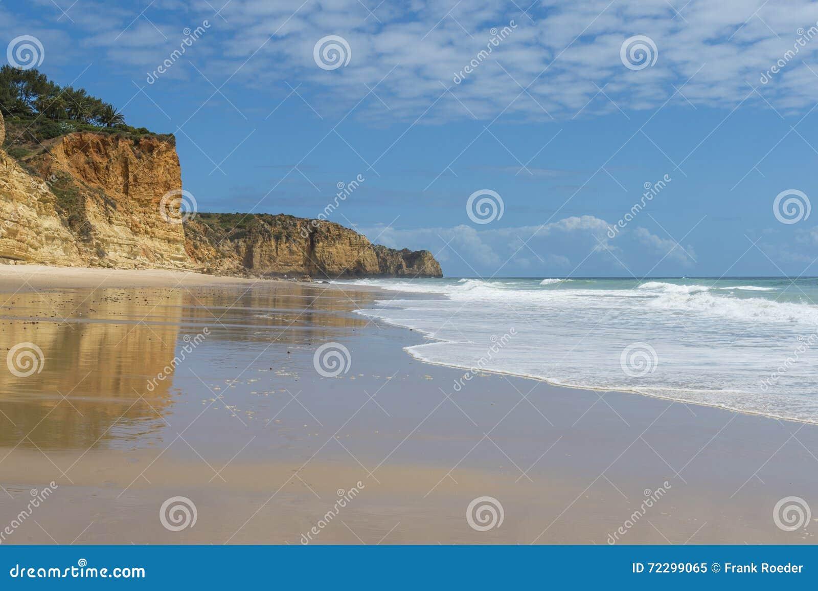 Download пляж пустой стоковое изображение. изображение насчитывающей перемещение - 72299065